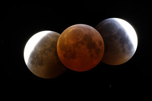 another_moon_eclipse_by_frenchbear.jpg